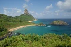 水晶海海滩在费尔南多・迪诺罗尼亚群岛,巴西 免版税库存图片