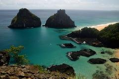 水晶海海滩在费尔南多・迪诺罗尼亚群岛 库存图片