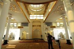 水晶清真寺内部在登嘉楼,马来西亚 免版税库存照片