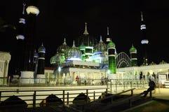 水晶清真寺在登嘉楼,马来西亚在晚上 免版税库存照片