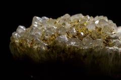 水晶的晶族在黑背景的 免版税库存图片