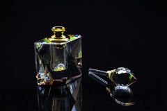 水晶香水瓶 免版税库存图片