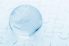 水晶玻璃在难题的地球球 库存图片