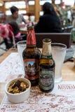 智利啤酒在一家商店服务在纳塔莱斯港,智利 免版税库存照片