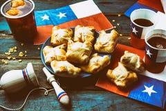 智利独立日概念 节日patrias 智利人典型的盘和饮料在独立日集会, 18 库存图片