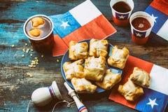 智利独立日概念 节日patrias 智利人典型的盘和饮料在独立日集会, 18 图库摄影