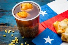 智利独立日概念 节日patrias 智利人典型的盘和饮料在独立日集会, 18 免版税库存图片