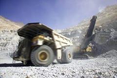 智利铜开采的卡车 免版税库存图片