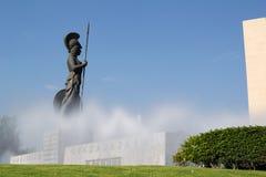 智慧女神纪念碑在瓜达拉哈拉,墨西哥在一个清楚的晴天 免版税库存图片