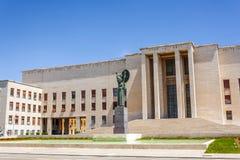智慧女神雕象在Sapienza大学,罗马 免版税库存照片
