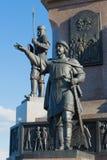 智者雅罗斯拉夫王子纪念碑雕塑以纪念雅罗斯拉夫尔市1000th周年的  免版税图库摄影