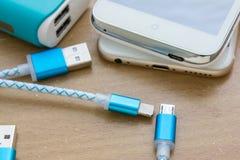 智能手机和片剂的USB充电的缆绳 库存图片
