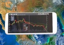 智能手机和股票图,投资 免版税库存照片