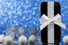智能手机和装饰的圣诞节 图库摄影