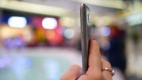 智能手机特写镜头购物 股票录像