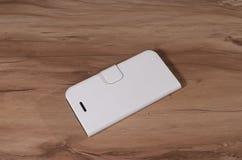 智能手机的盒在木背景 免版税库存图片