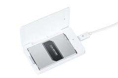智能手机蓄电池充电器 库存照片