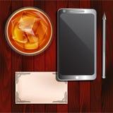 智能手机,杯威士忌酒,名片 免版税库存照片