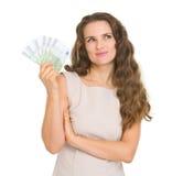 暂挂欧洲钞票的乐趣体贴的妇女 免版税库存照片