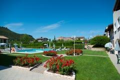 暑假通过游泳杆在意大利 库存图片