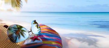 暑假;热带海滩背景 免版税库存图片
