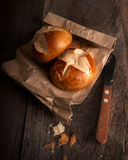 暗区和新鲜面包 库存照片