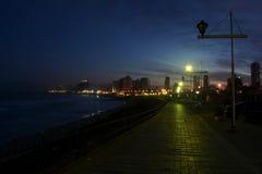 黑暗和轻的海滩路 免版税库存图片
