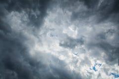 阴暗天空 免版税库存照片