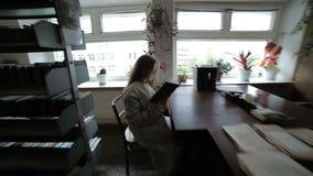 暗室妇女 股票录像