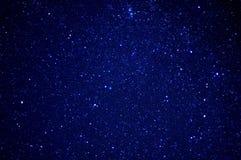 黑暗的例证夜空随风飘飞的雪 图库摄影