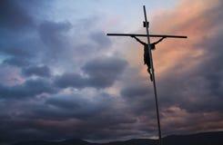 黑暗的十字架 库存图片