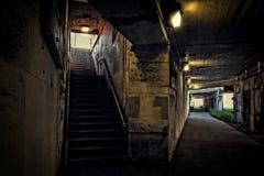 黑暗的城市火车入口隧道 库存图片