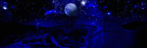 黑暗的夜满月 库存图片