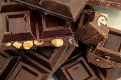 黑暗的巧克力立方体用榛子 库存照片