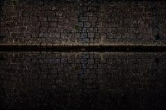 黑暗的抽象背景-海围拢的中世纪镇墙壁 图库摄影