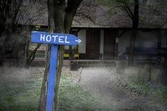 黑暗的有雾的旅馆 免版税库存照片