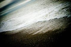 黑暗的海滩 免版税库存照片