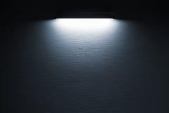 黑暗的混凝土墙纹理有斑点光的 免版税图库摄影