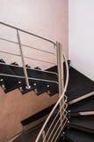 黑暗的现代楼梯 免版税库存照片