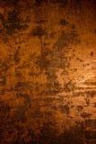 黑暗的老可怕生锈的概略的金黄和铜金属表面纹理/背景为万圣夜或被困扰的房子比赛背景/文本 免版税库存照片