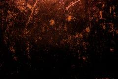 黑暗的老可怕生锈的概略的金黄和铜金属表面纹理/背景为万圣夜或被困扰的房子比赛背景/文本 库存照片