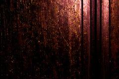 黑暗的老可怕生锈的概略的金黄和铜金属表面纹理/背景为万圣夜或被困扰的房子比赛背景/文本 免版税图库摄影