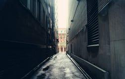 黑暗的胡同在多伦多,加拿大 库存照片