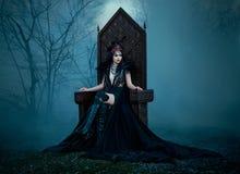 黑暗的邪恶的女王/王后 免版税库存图片