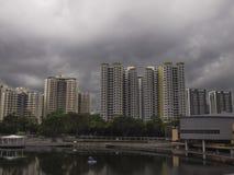 黑暗的风雨如磐的云彩风景 免版税库存图片