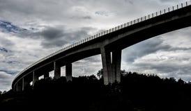 黑暗的高速公路天桥 库存图片