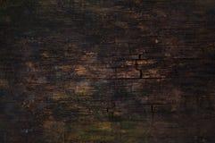 黑暗的破裂的木表面 免版税库存图片