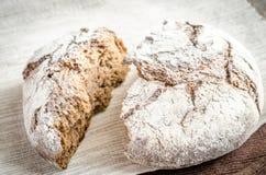 黑暗的黑麦面包 免版税库存照片