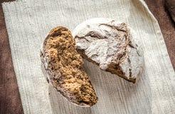 黑暗的黑麦面包 图库摄影