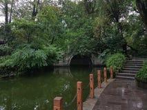 暗藏的桥梁在成都的人民公园 免版税库存照片